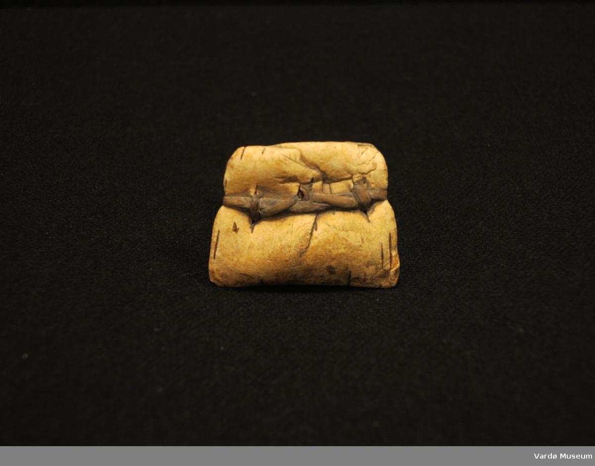 Garnsøkk laget av bark, brukt som fiskeredskap og isfiskeredskap.