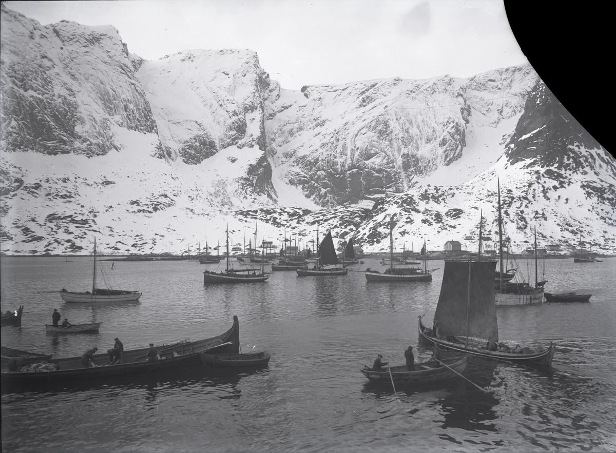 Ukjent sted - nordlandsbåter og dekkende fartøyer