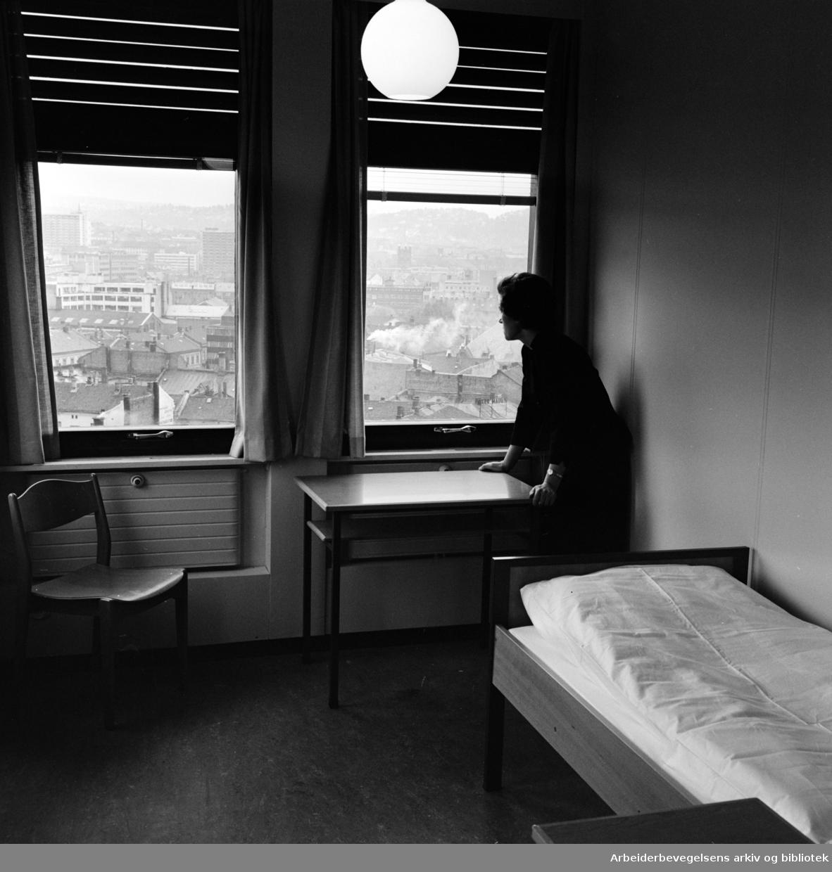 Møllergata 42: Oslo Indremisjons sosialbygg for kvinner.Oktober 1964