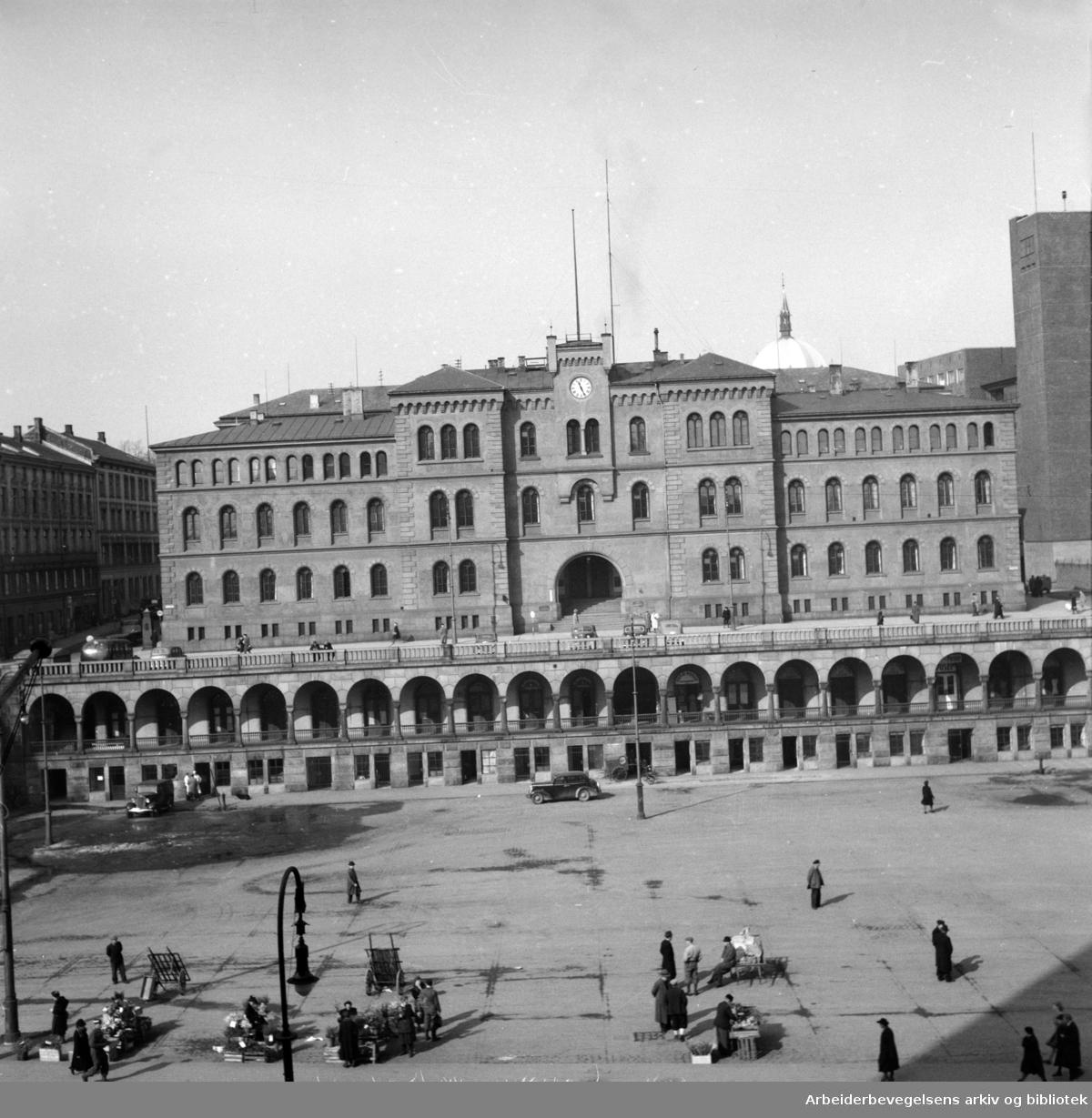 Møllergata 19. sett fra Youngstorget. Mars 1948