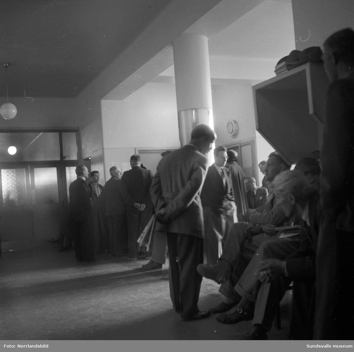 Mycket folk i väntrummet på Sundsvalls sjukhus.