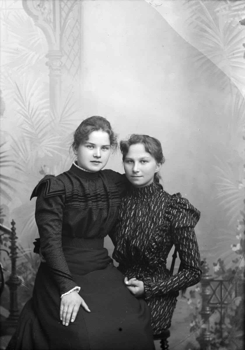 Portrett av K. Kongsli og B. Heggenhaugen