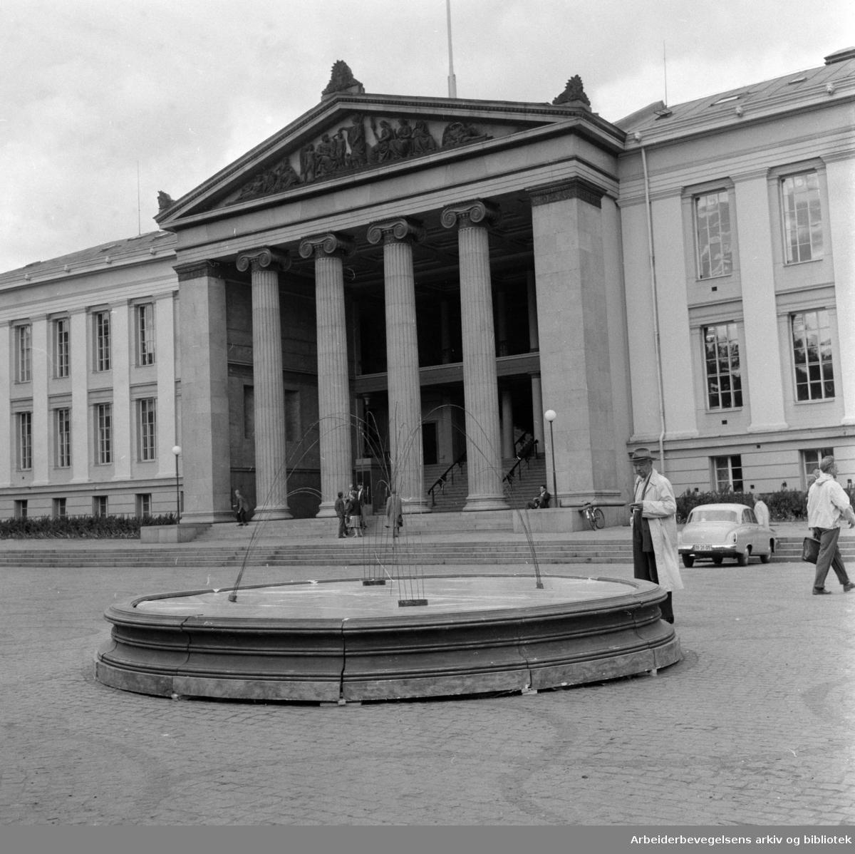 Karl Johans gate. Prøveoppstilling av fontene. Juni 1959
