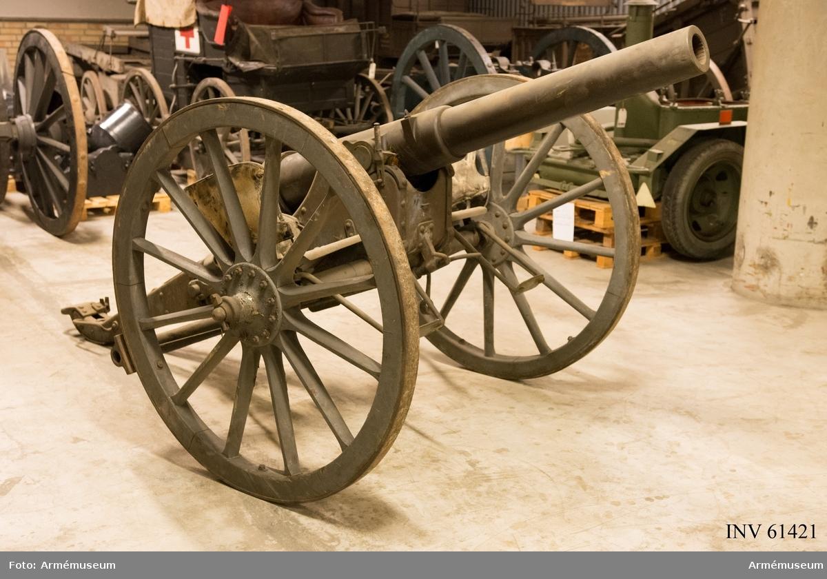 Grupp F I.  Eldrör till 8,7 cm kanon, Krupp, med mekanism och tätring.  Tnr 1. Tillverkad 1875.