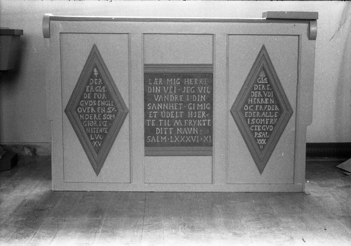 Interiør fra Kolbu kirke, september 1952.