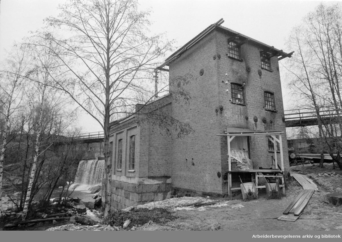 Frysja Brukskunstsenter. Håndverksby langs Akerselva?/ Kraftverk skal bli brukskunstsenter. Innredet av 25 ungdommer. April 1970