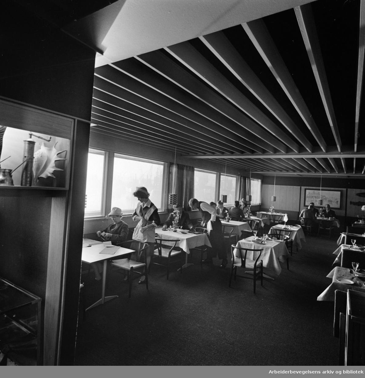 Fregatten (Fiskerestaurant). Interiør. November 1961.