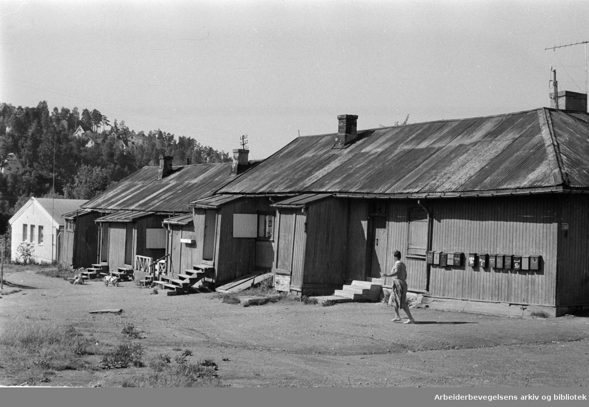 Etterstad. Brakker på Ettertad. August 1961