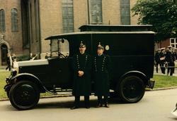 Fotografier i tilknytning uniforms- og kjøretøykavalkade i O