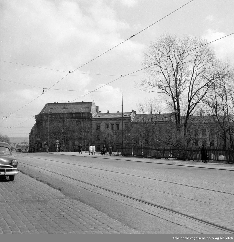 Drammensveien, diverse. Tomten til Den Amerikanske Ambassade. April 1956.
