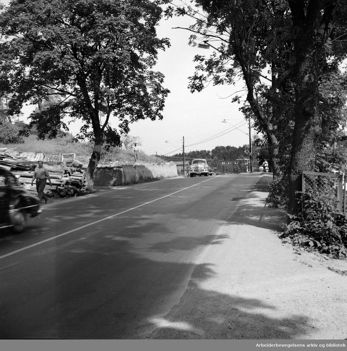 Drammensveien, diverse. Drammensveien blir bedre og bedre. Juli 1955