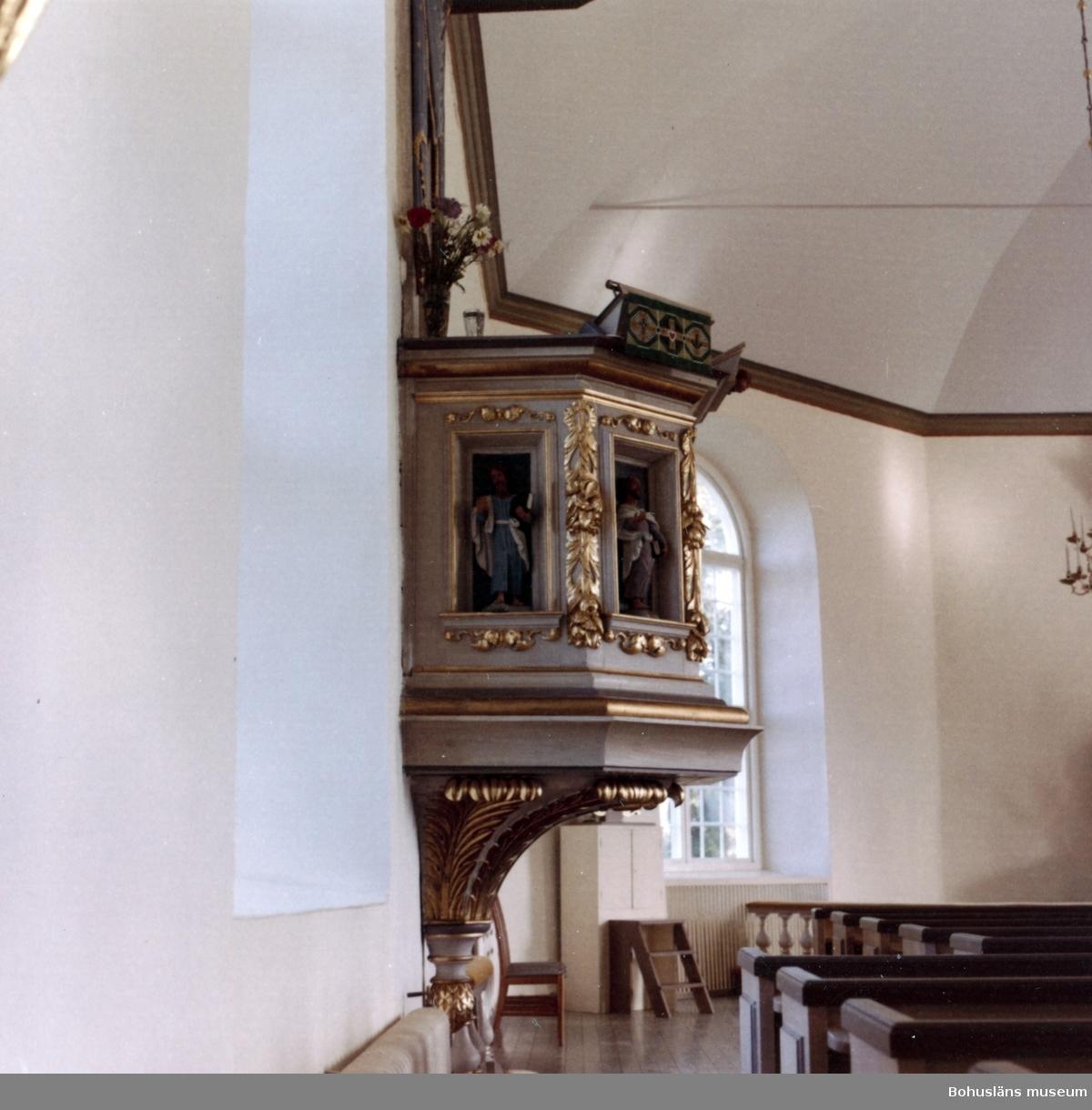 """Text till bilden:""""Stenkyrka kyrka. Predikstol. Bilder av Kristus och evangelisterna""""."""