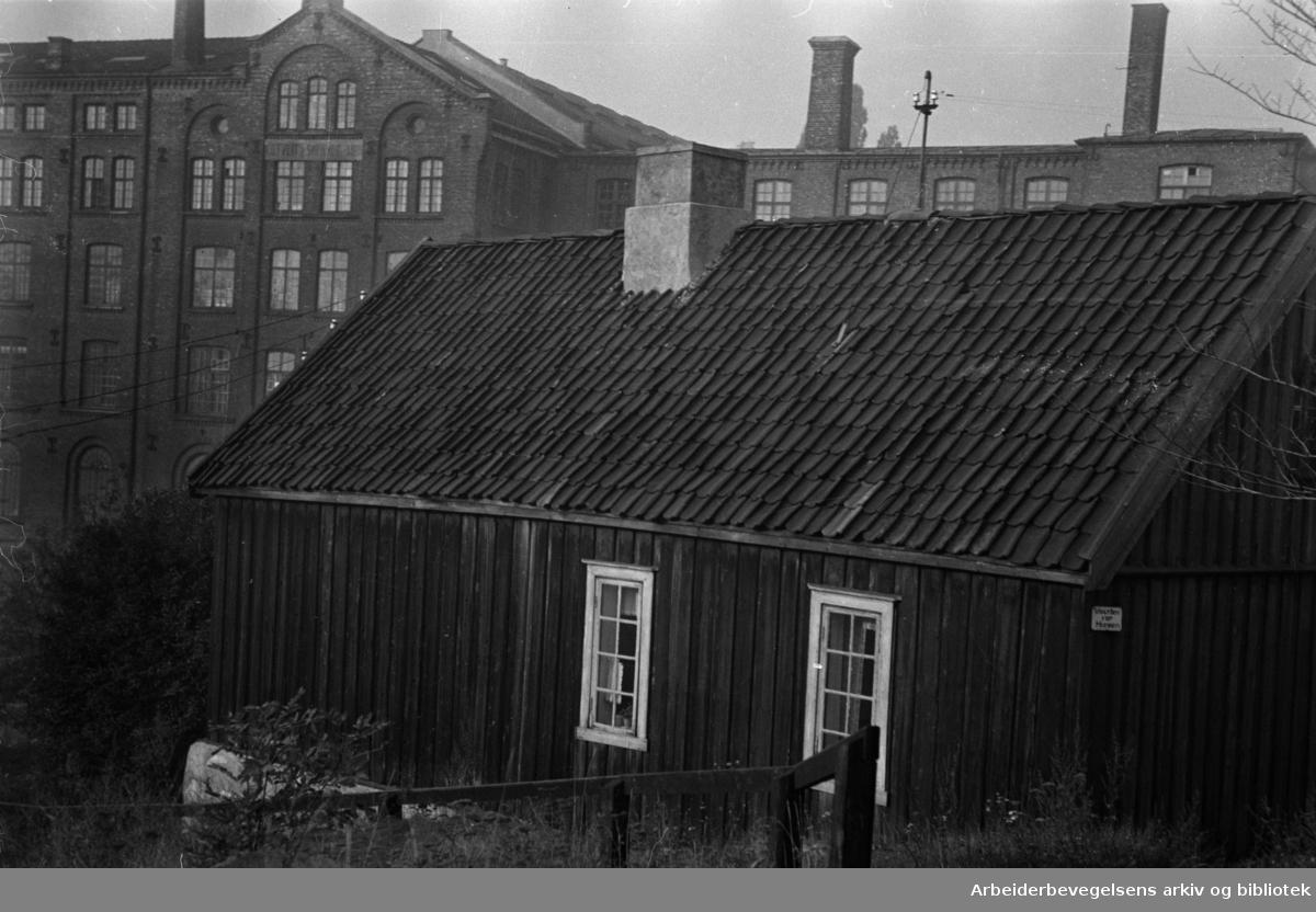 Akerselva. Huset ved Beyerbrua. 1948