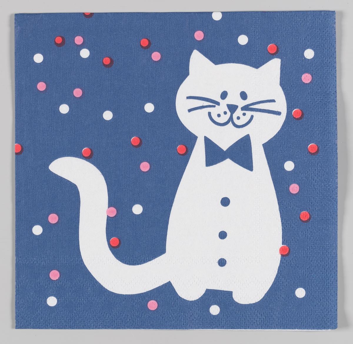 En katt med sløyfe på en blå bakgrunn med røde, rosa og hvite prikker.