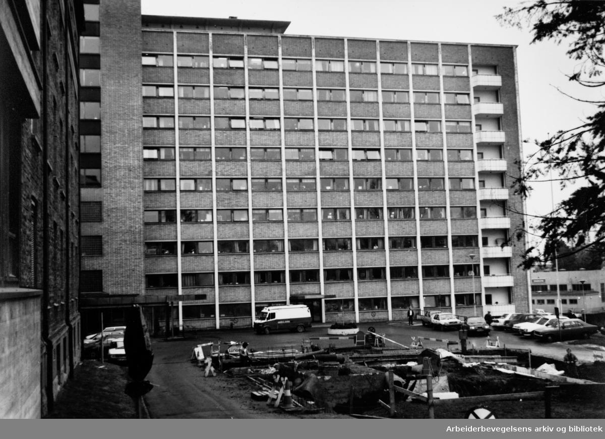 Aker sykehus. Eksteriør. Februar 1992