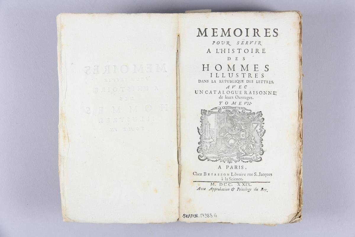 "Bok, häftad, ""Mémoires pour servir à l´ histoire des hommes illustres"", del 7. Pärmar av marmorerat papper, oskuret snitt."