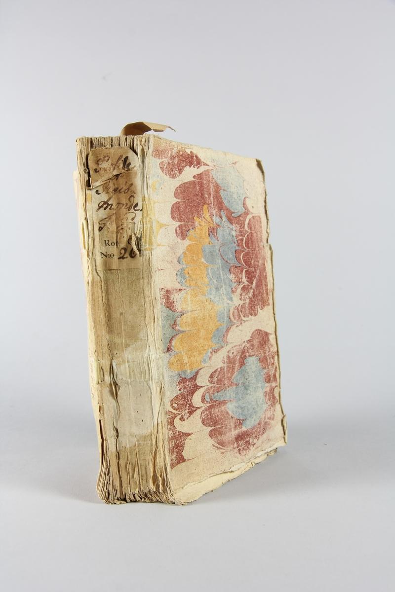 """Bok, häftad, """"Persile et Sigismonde"""", del 2, tryckt 1738 i Paris. Pärm av marmorerat papper, oskuret snitt. Blekt rygg med pappersetikett med volymens namn och samlingsnummer."""