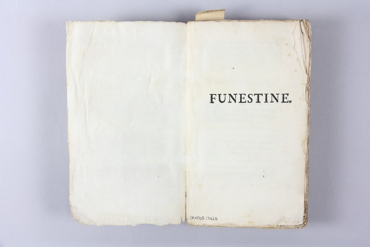 """Bok, häftad, """"Funestine"""", tryckt 1737 i Paris Pärm av marmorerat papper, oskuret snitt.  Blekt rygg med pappersetikett med volymens namn och samlingsnummer."""