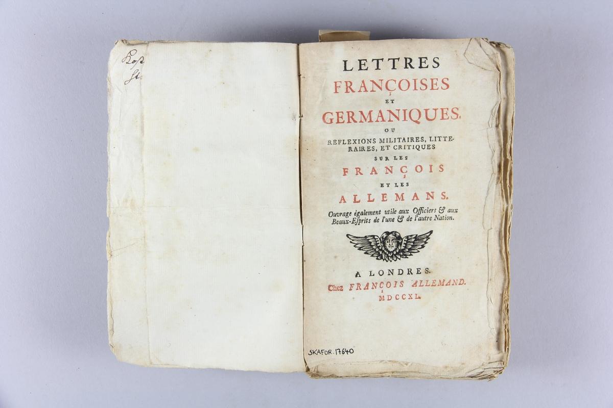 """Bok, häftad, """"Lettres françoises et germaniques"""". Pärmar av marmorerat papper, oskuret snitt. Blekt rygg med etiketter med titel och samlingsnummer. Anteckning om inköp."""