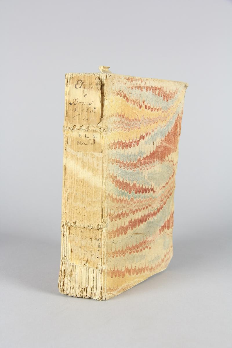 """Bok, häftad, """"Elite de bons mots"""" del 1. Pärmar av marmorerat papper, oskuret snitt. Blekt rygg med titel och samlingsnummer."""