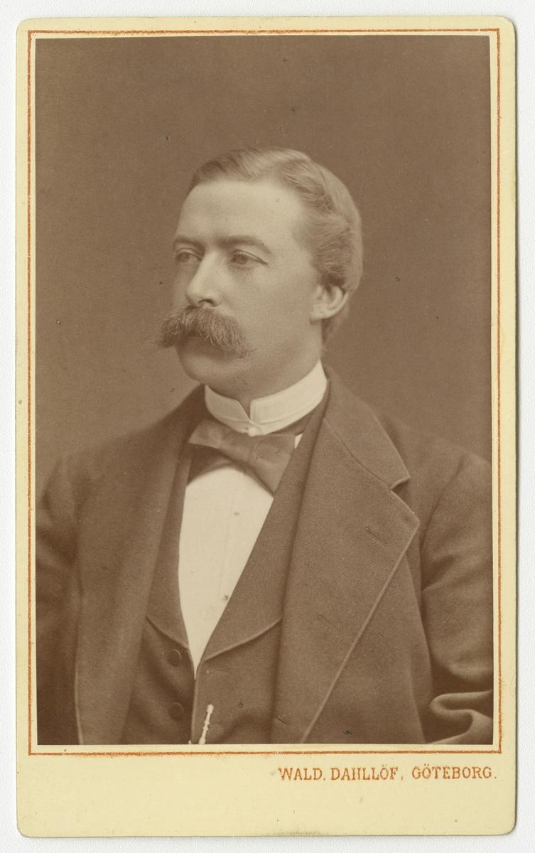 Porträtt av Bror Emil Åhgren, officer vid Västgöta regemente I 6.