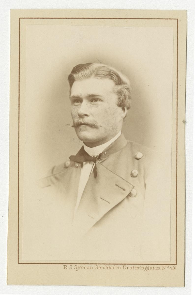 Porträtt av Erik Gustaf Kinell, underlöjtnant vid Fortifikationen. Se även bild AMA.0009665.