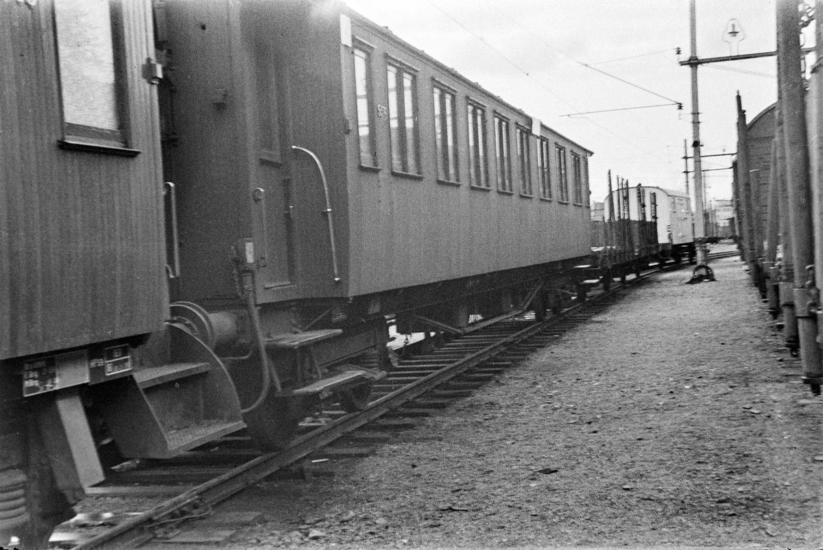 Personvogn litra Bo2b type 6 nr. 956 på Bergen stasjon.