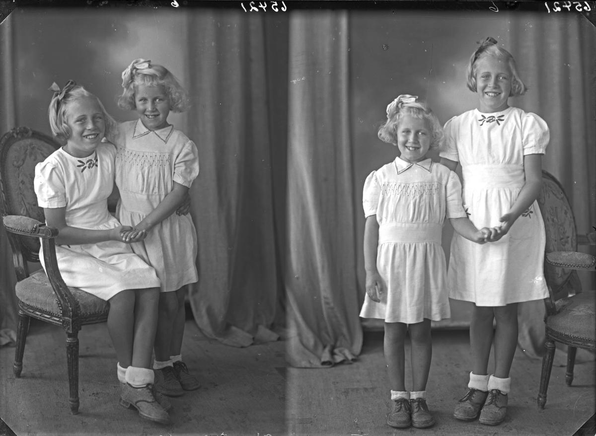 Gruppebilde. Familiegruppe på to. To unge lyshårede piker i lyse sommerkjoler med sløyfer i håret. Søstre. Bestilt av Lorens Hals. Breidablikgt. 177