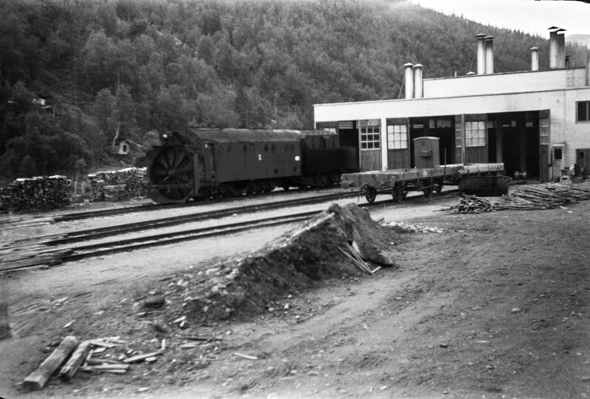 Dampdrevet roterende snøplog type III nr. 5 på Dunderland stasjon.
