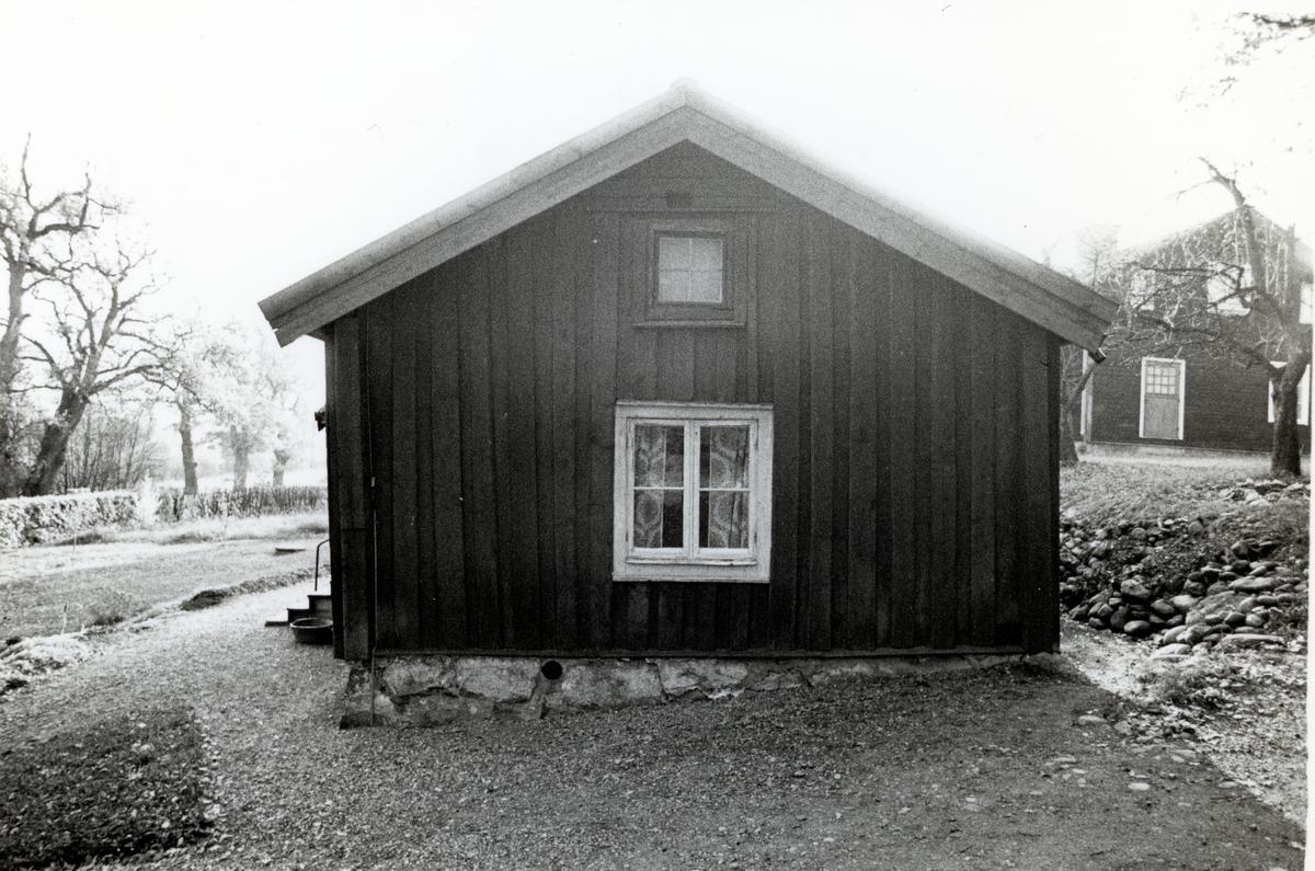 Kolbäck sn, Strömsholm, Borgåsund. Parstuga, gavel mot norr.