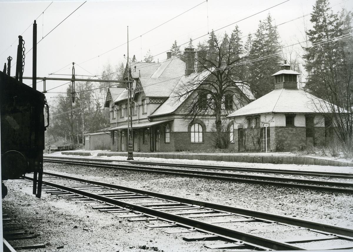 Karbennings sn. Snytens järnvägsstation, fasaden mot spåret, 1971.