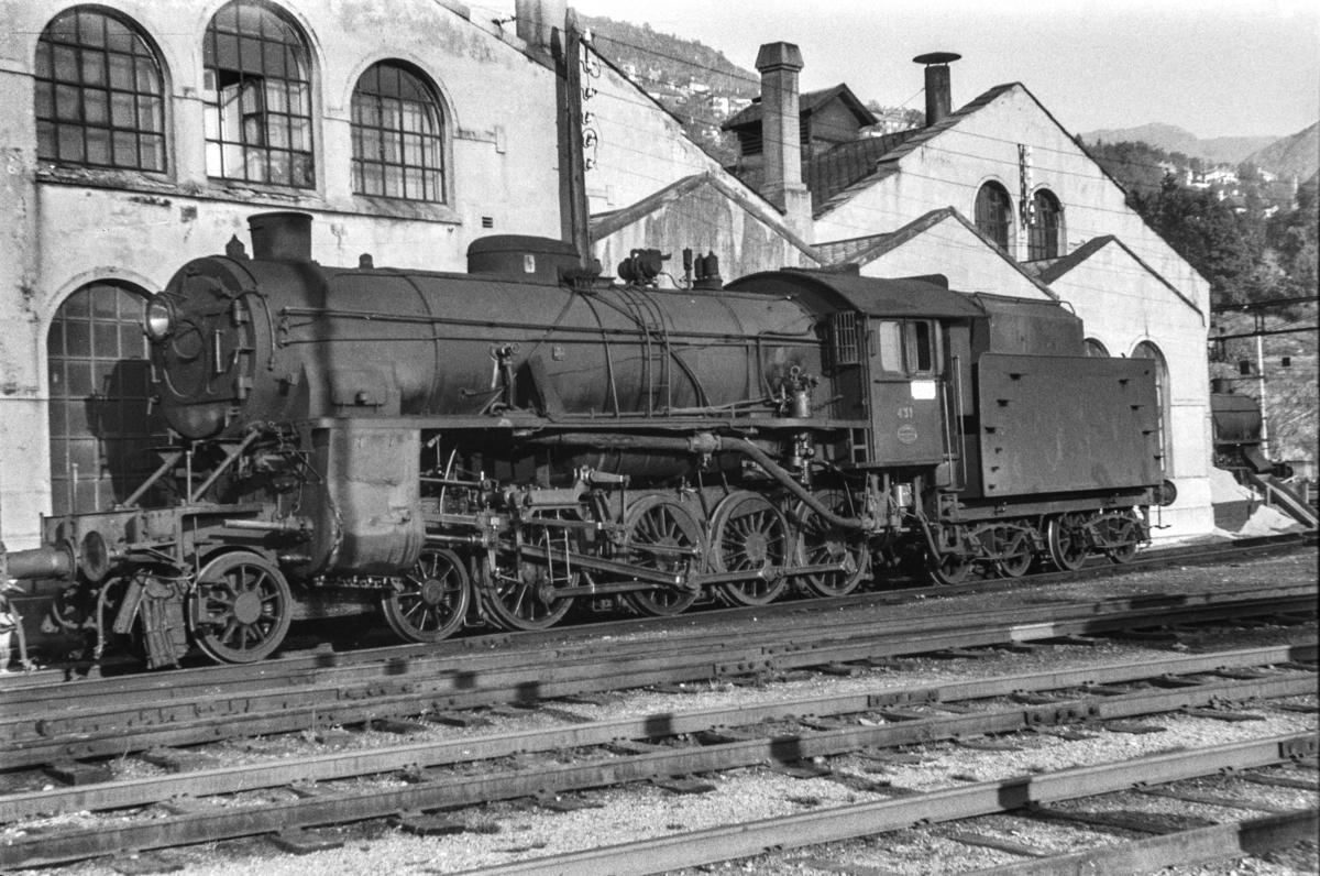 Damplokomotiv type 31b nr. 431 ved lokomotivstallen på Bergen stasjon.