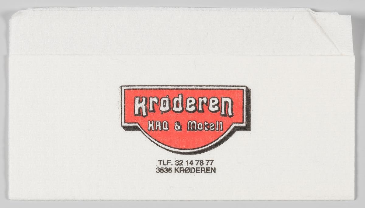 Et skilt med en reklametekst for Krøderen Kro & Motell.   Krøderen Kro ligger idyllisk til ved Krøderfjorden, nær Norefjell.