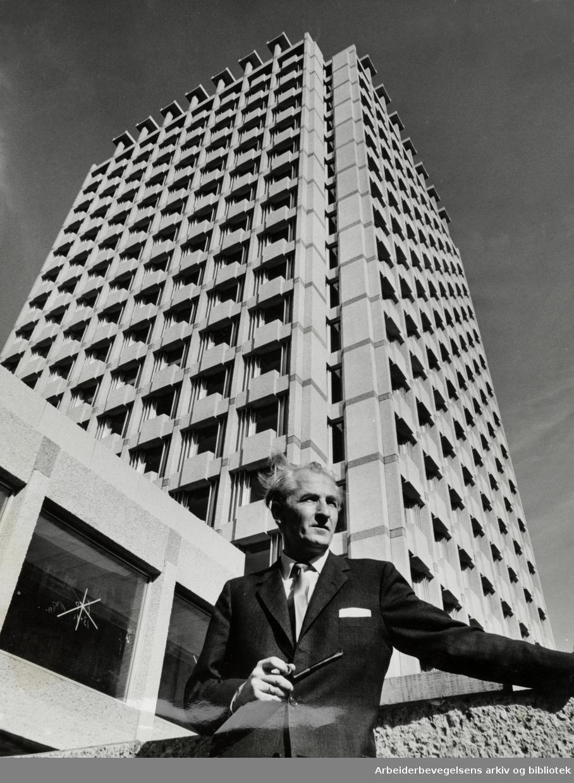 """Drammensveien. Indekshuset. """"Industriens ogeksportens Hus"""". September 1964"""