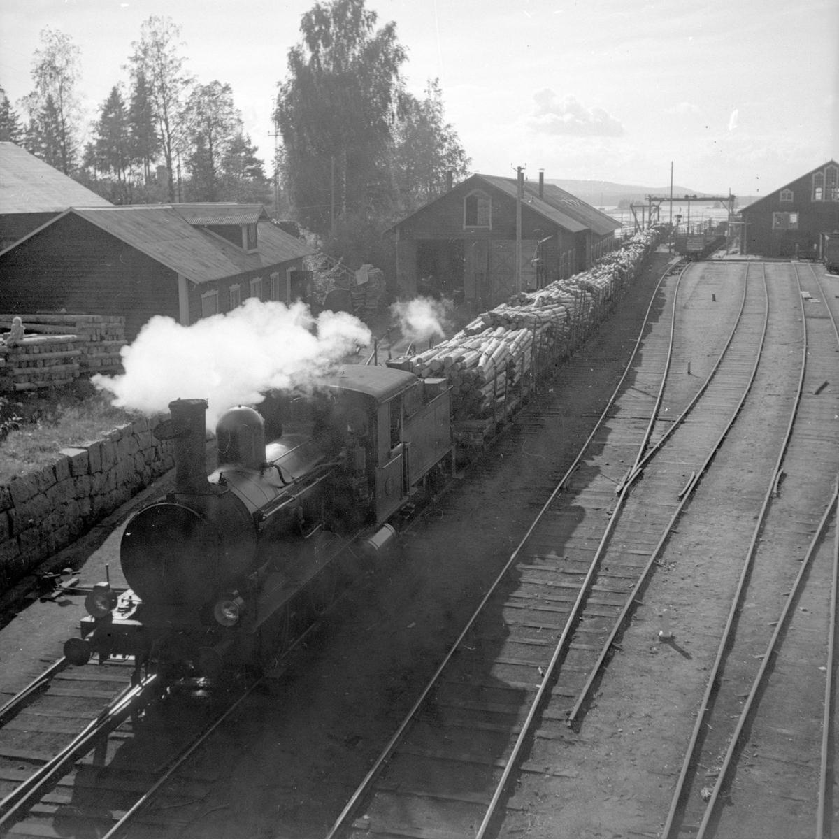 Marma-Sandarne järnvägs bangård i Askesta vid Askesta ångsåg. Marma - Sandarne Järnväg, MaSJ lok 3.