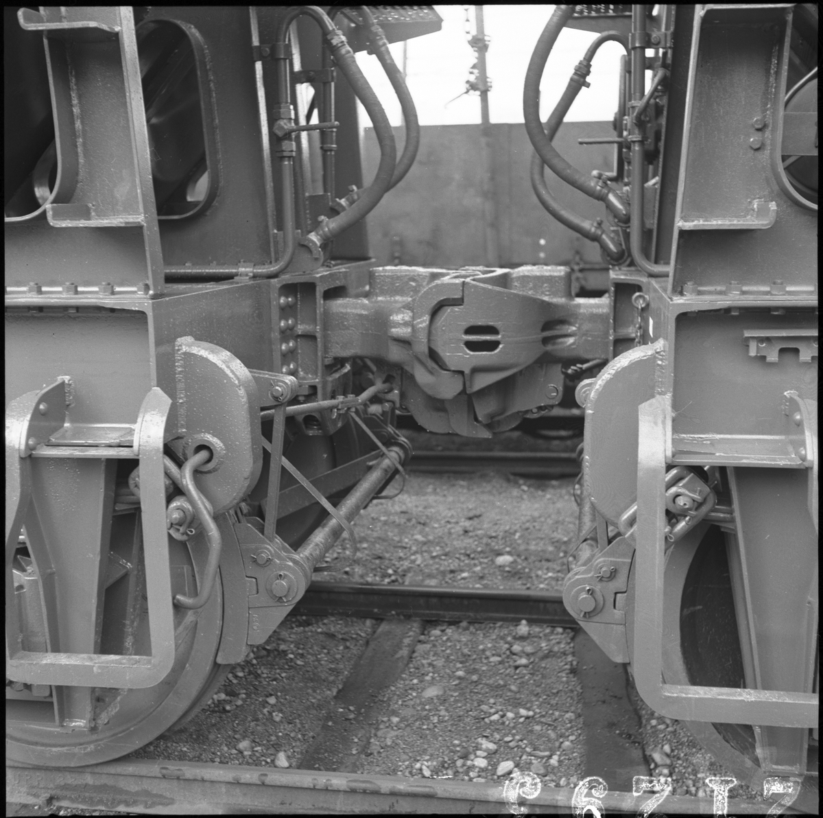 Koppel på Malmvagn SJ Mar 106740. Provvagn