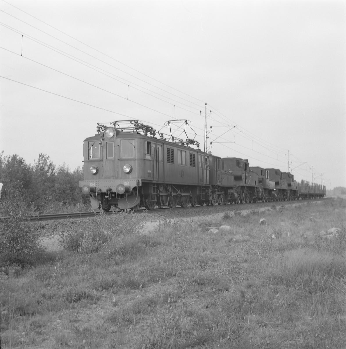 Statens Järnvägar,SJ Dg 154 med ånglok för skrotning.