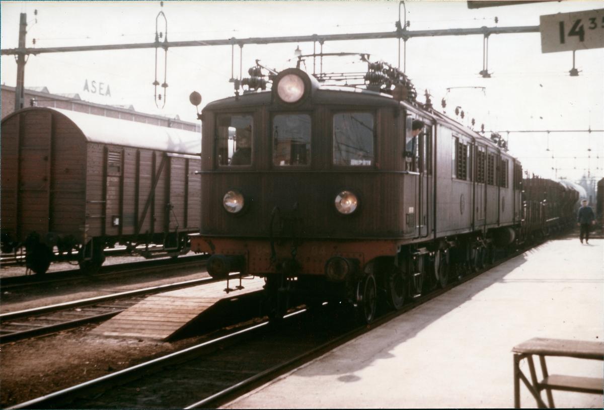 Statens Järnvägar, SJ Of2 64 samt SJ Of2 65.