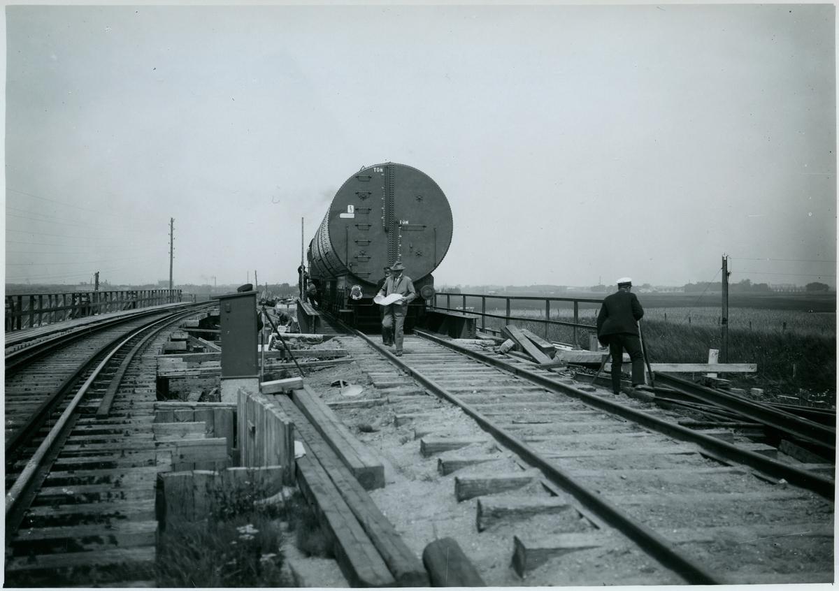 Provbelastning av viadukten över Lönngatan. Malmö stads spårvägar och Malmö-Ystads järnväg, MYJ.