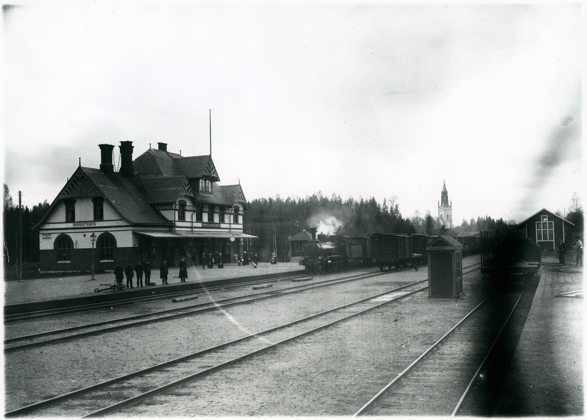 Text på bilden - Skinnskatteberg omkring 1900. Bedömer den senare.