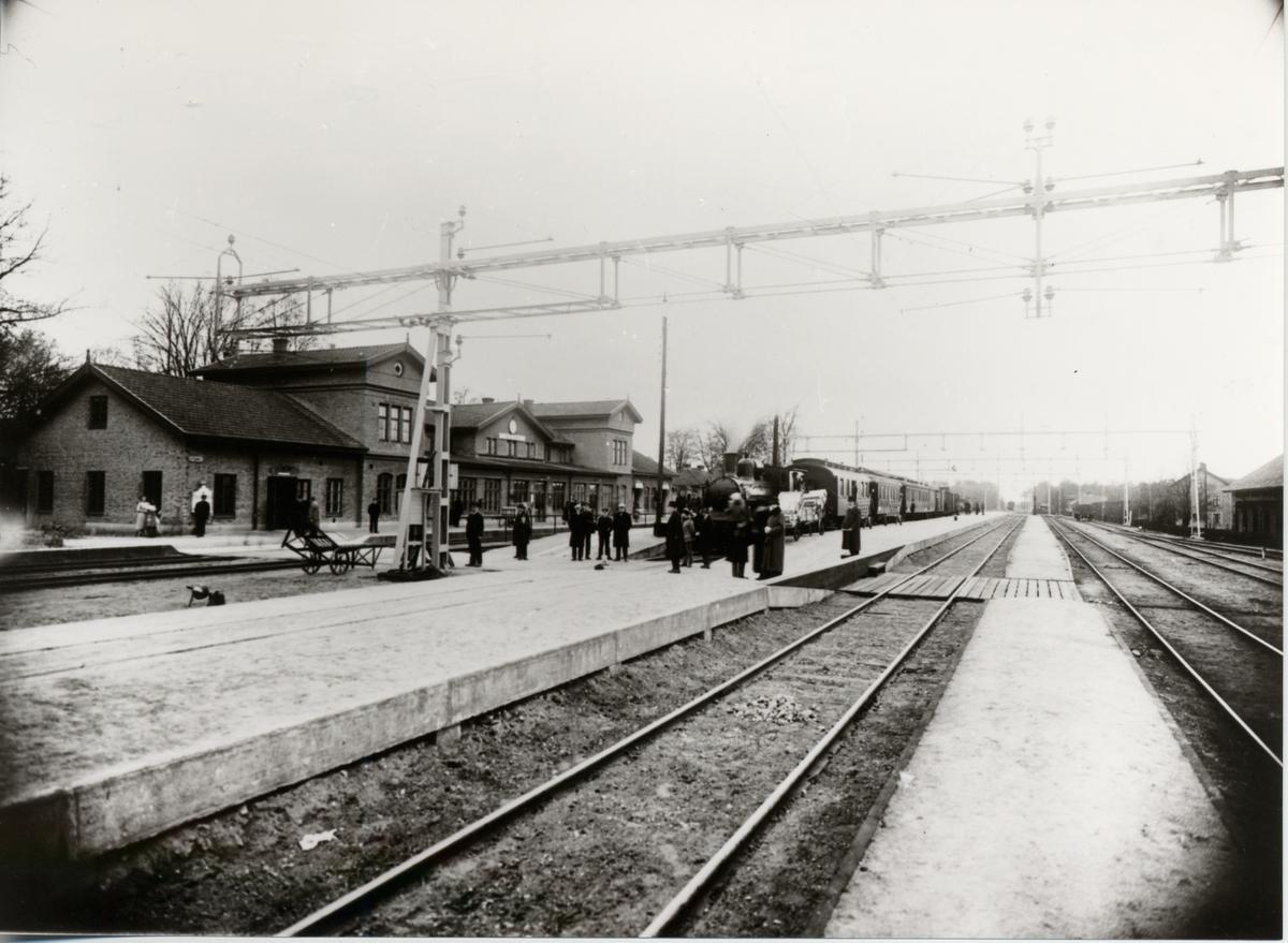 Herrljunga station 1925, UWHJ tåg (Uddevalla-Vänersborg-Herrljunga Järnväg).