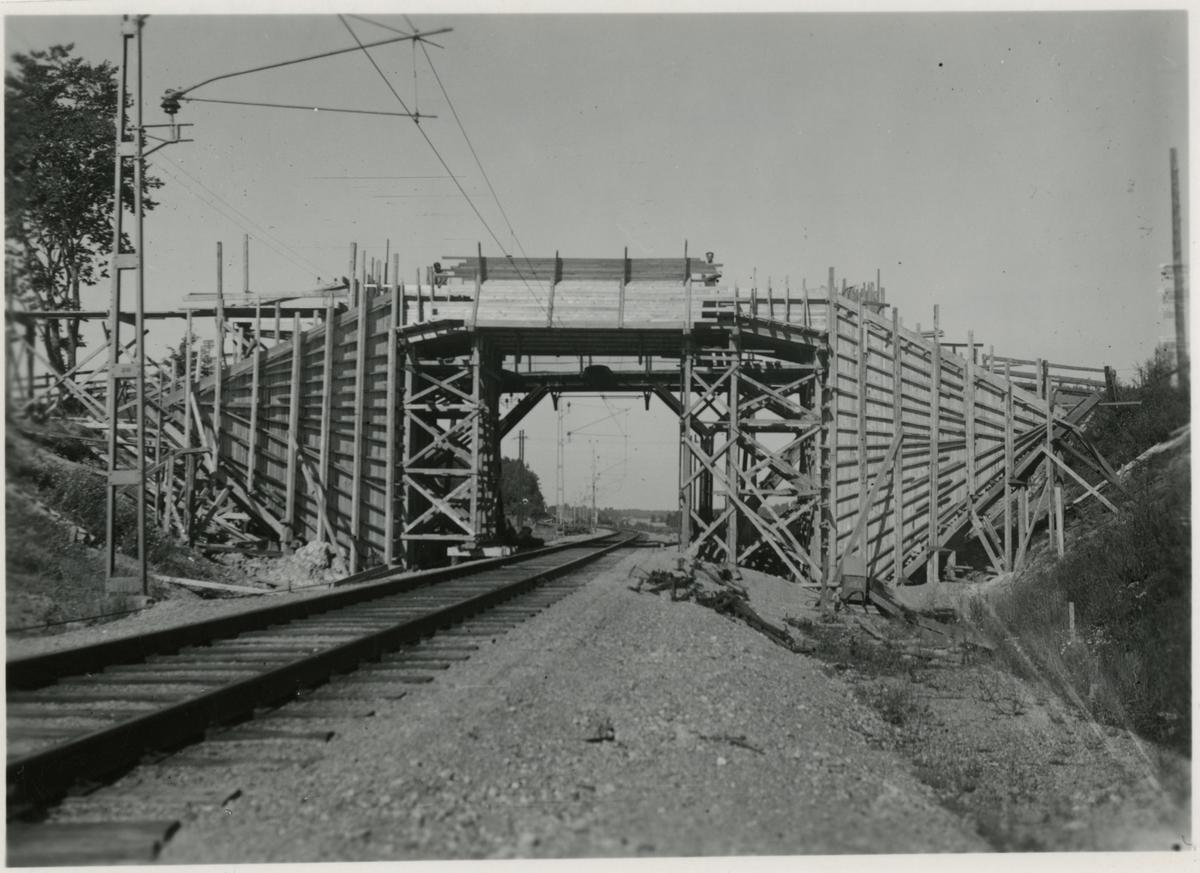 Förberedelse för dubbelspår linjen Järna-Katrineholm. Bron vid Vackerby.