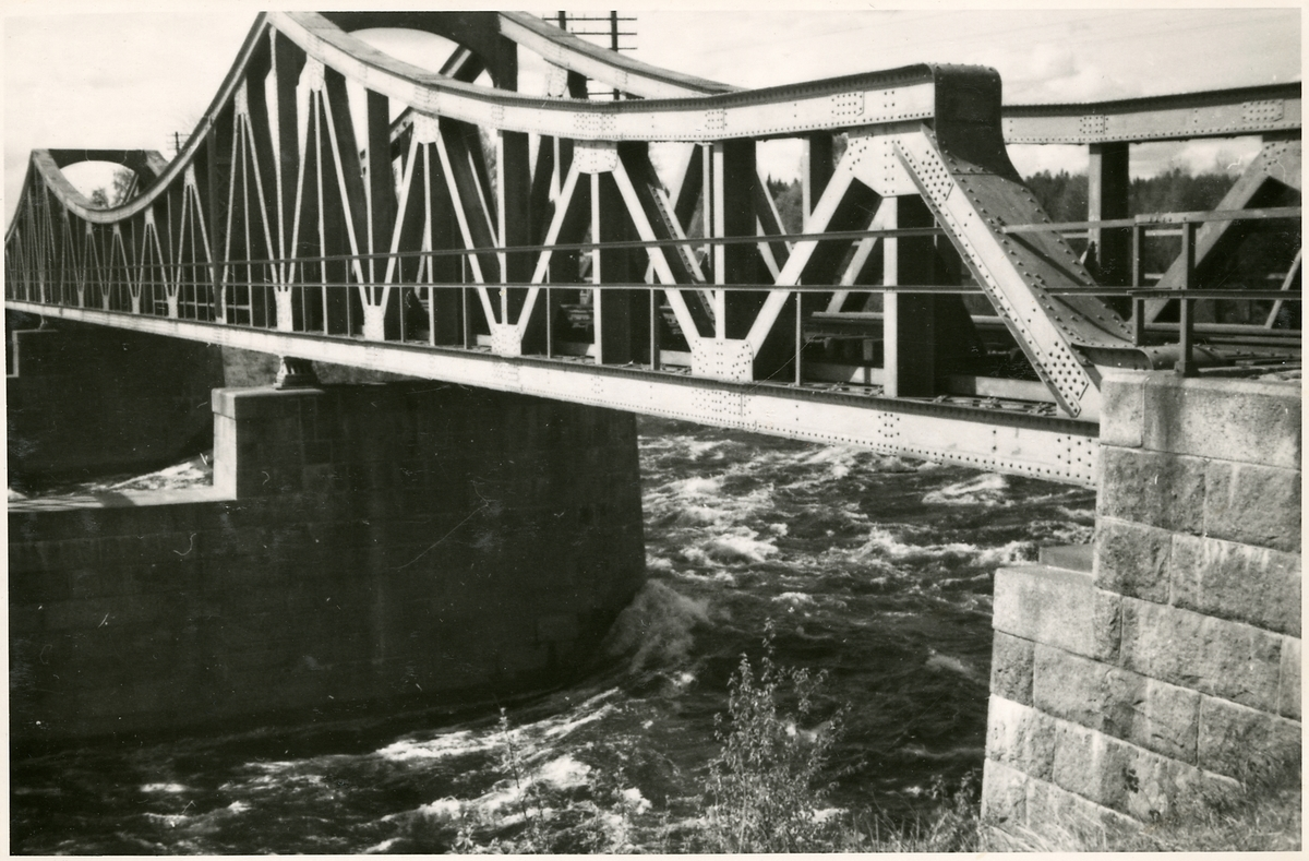 Järnvägsbro över Ljusnan strax utanför Edänge. På linjen mellan Edänge och Skästra.