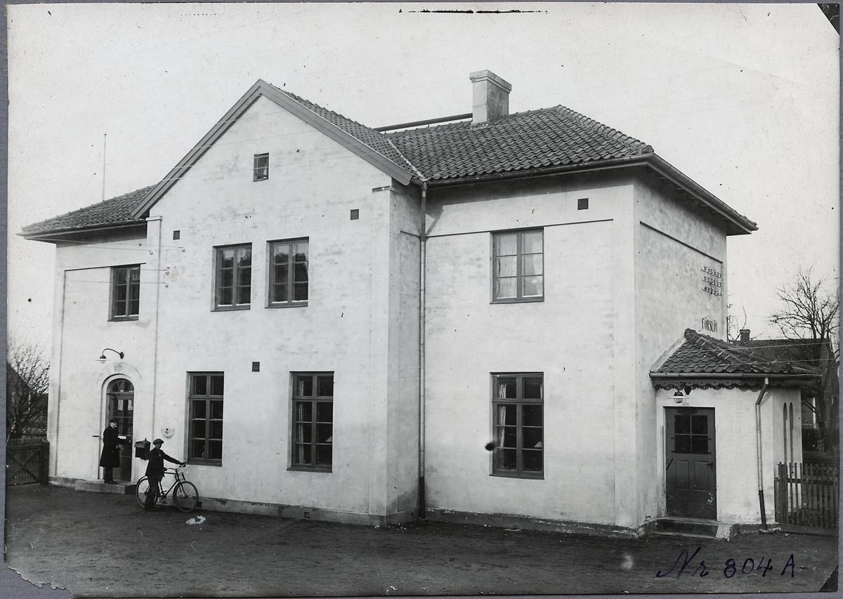 Förslövsholm station från gatusidan.