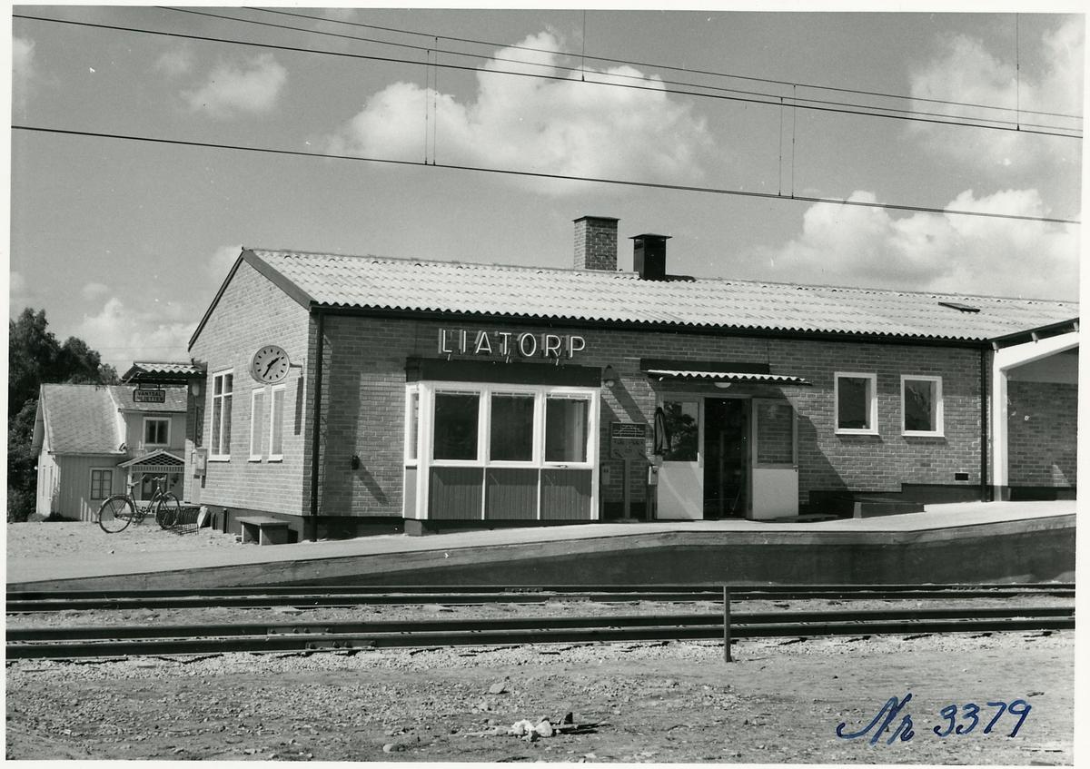 Liatorp station, exteriör mot banan.