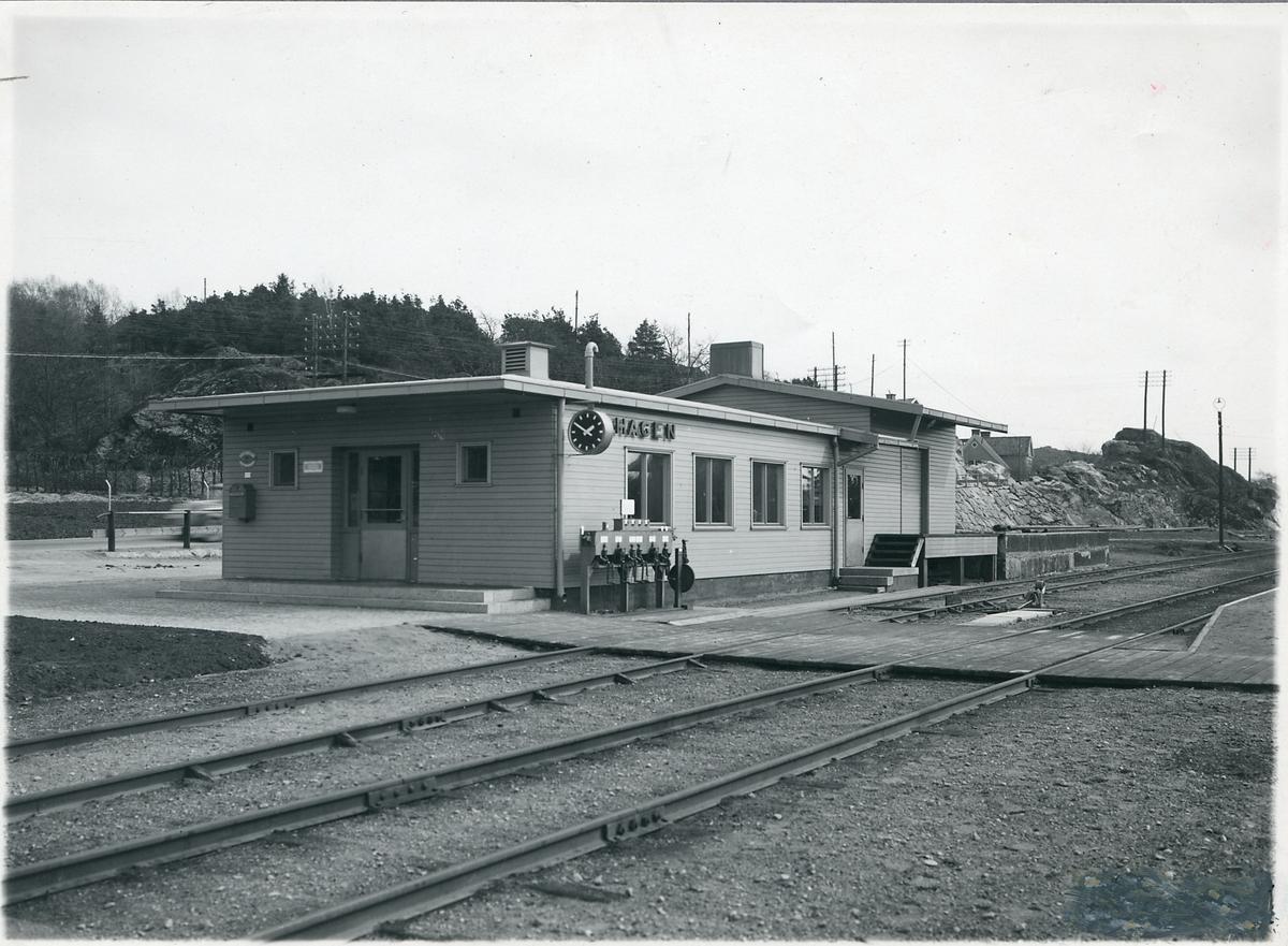 Lillhagen stationshus med godsmagasin.