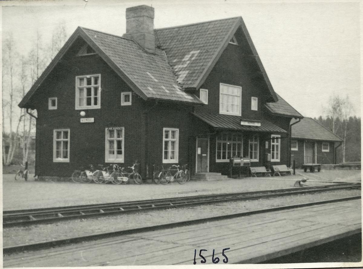 Stationshus och godsmagasin.