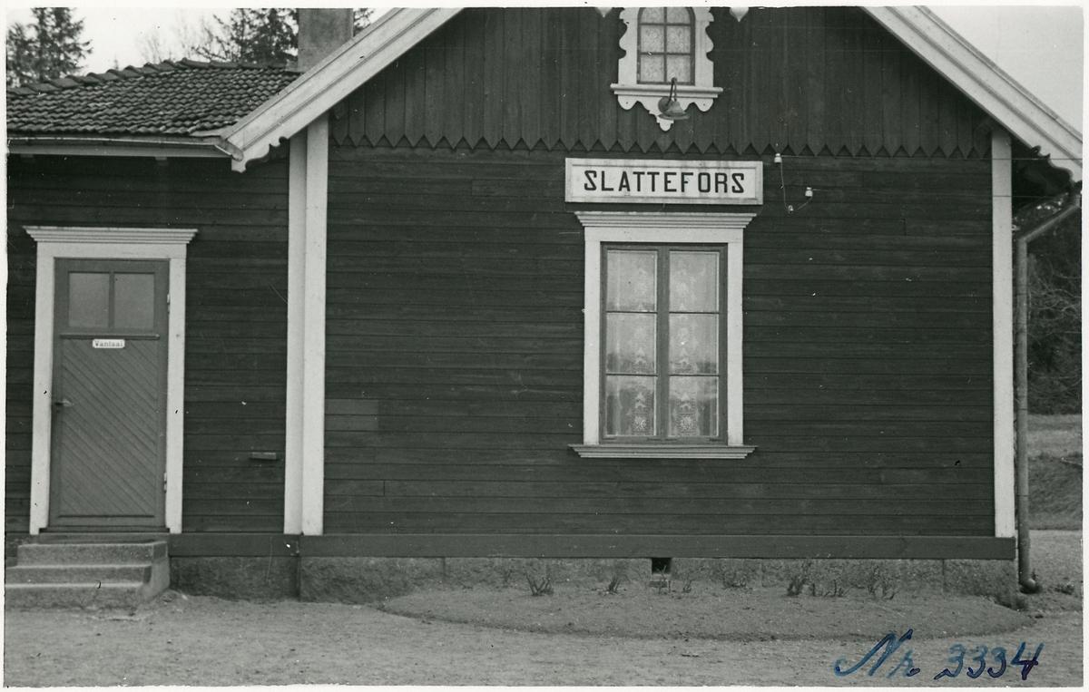 Slattefors hållplats.
