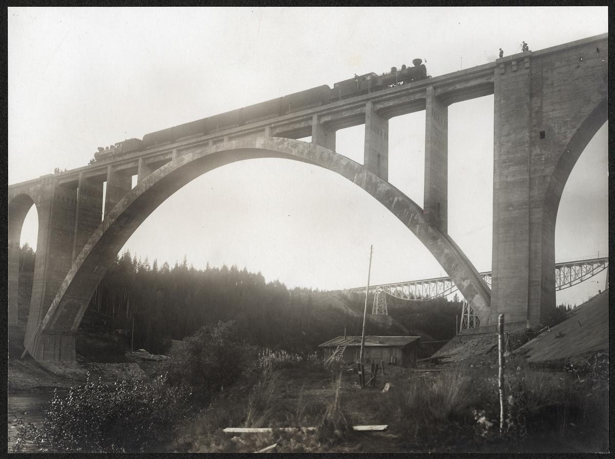 Provbelastning av nya bron över Öreälven.