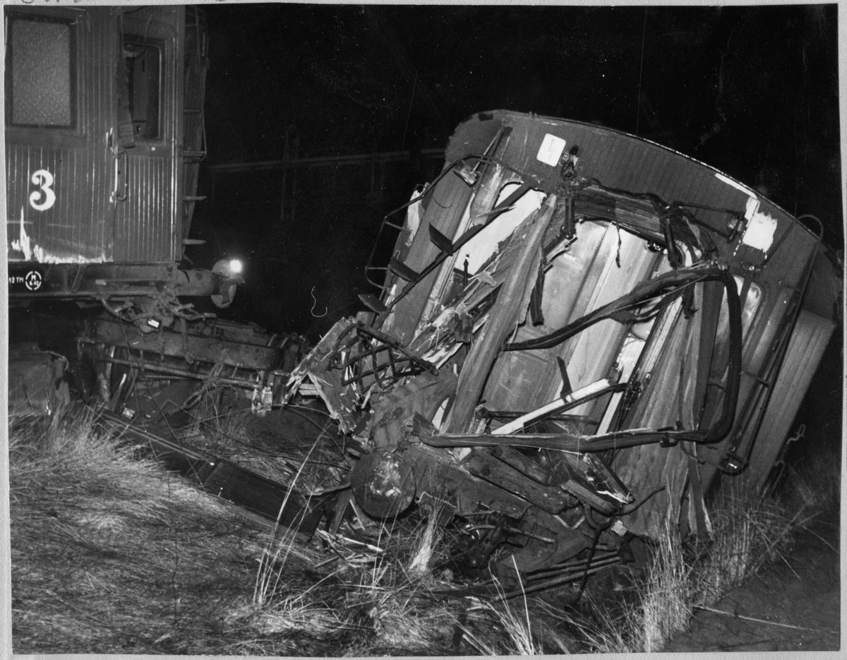 Vagnar efter tågolycka.